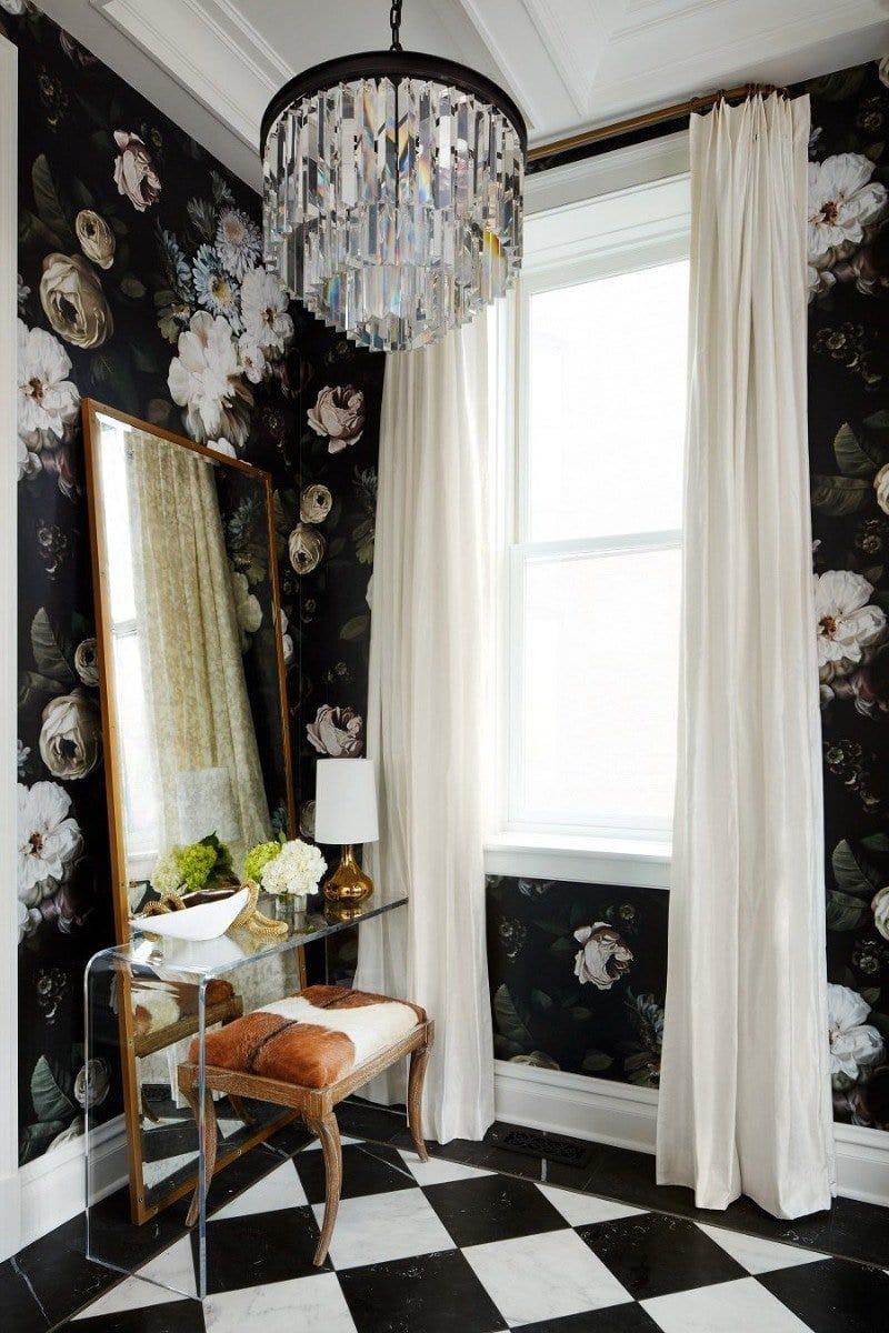 Elegant floral wallpaper